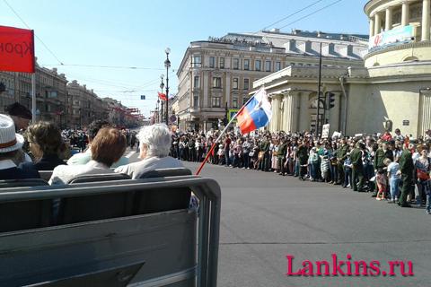 parad-voennoj-retro-tehniki-na-ploshhadi-vosstanija-парад-военной-ретро-техники-на-площади-восстания